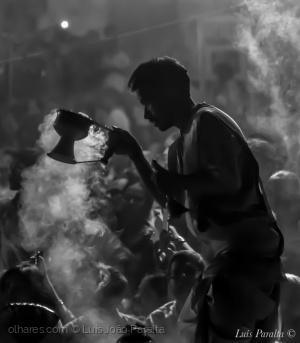 """Gentes e Locais/Cerimónia de Aarti - """"Ritual de Amor e Devoção"""""""