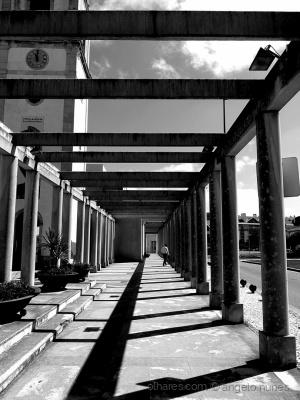 Paisagem Urbana/Escapando por entre as colunas...