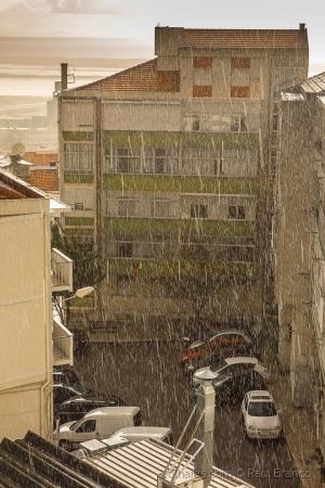 Paisagem Urbana/Chove lá fora!