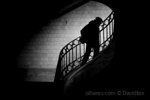 Gentes e Locais/Subir a escada de descer...