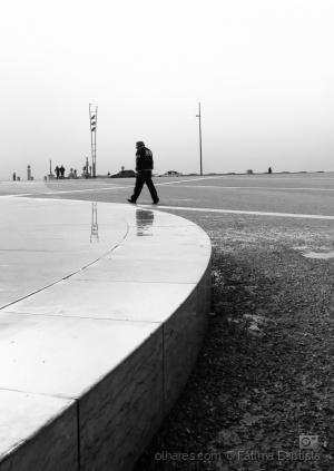 Gentes e Locais/Na curva da solidão