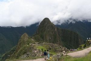 História/As nuvens tapam  a montanha!!