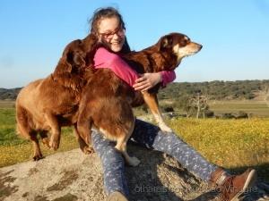 /Dona e suas cadelas.