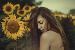 /Yellowish