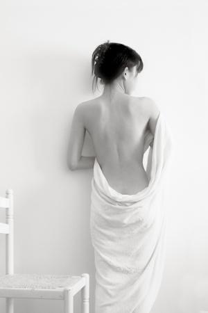/Semi nu de branco com cadeira e toalha
