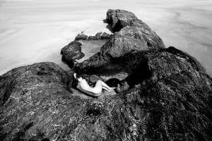 Nus/No ventre da pedra
