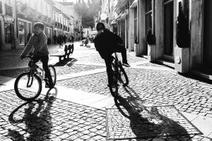 Gentes e Locais/Two children riding a bike. how rare?