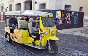 Gentes e Locais/Tuk-tukando por Lisboa (ler)