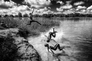 Gentes e Locais/Pulando na agua