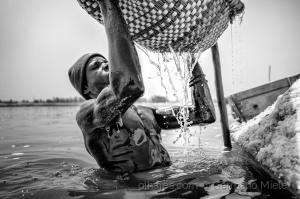 Gentes e Locais/Recolha do sal no Lac Rose