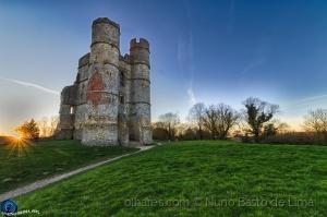/Donnington castle ao pôr do Sol