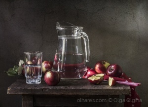 Outros/Apples and carafe with water