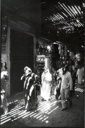 Gentes e Locais/à sombra no souk