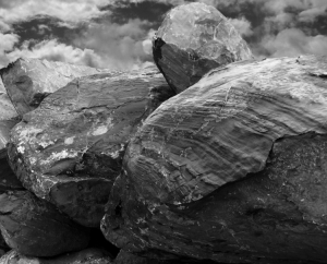 /Clouds on The Rocks