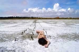 /entre a brancura do sal e das nuvens