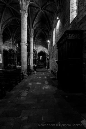 História/Por entre as colunas