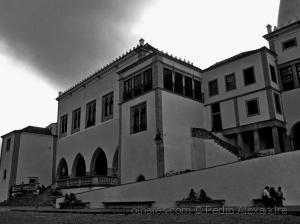 História/Nuvem escura por cima do palácio