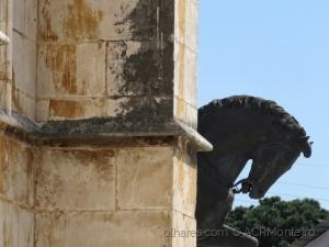 /Por trás do Mosteiro ?