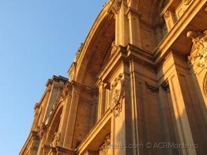 /Sol tardio na Catedral de Granada.
