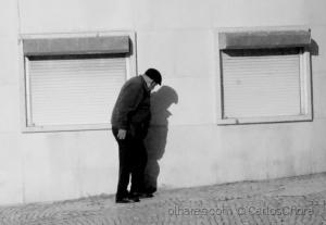 /O homem que contemplava a própria sombra