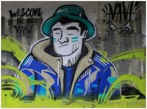 /Grafiti nas ruinas de um hotel  (Ler)