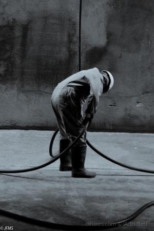 /Trabalhador no fundo da Doca
