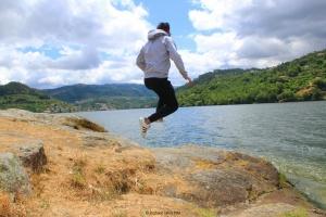 /A vida é um salto por isso arrisca-te a viver.
