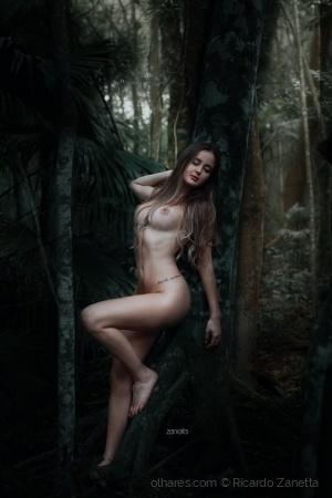 Nus/naked women