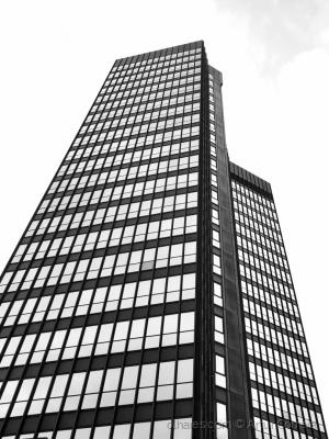 Paisagem Urbana/torre negra