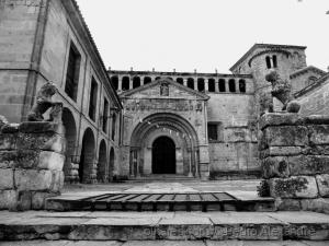 História/Igreja medieval em Santillana del Mar