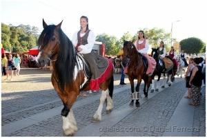 Gentes e Locais/Passeando os cavalos, pelo povoado
