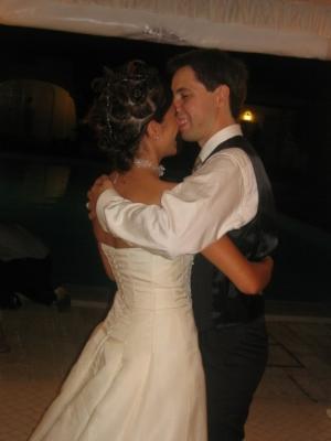 /Os noivos dançam a valsa