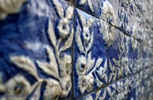 /alto-relevo em azulejo português