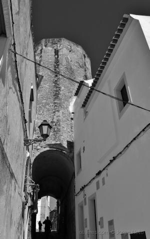 /O Túnel por Baixo da Torre