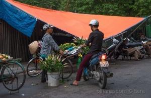 Gentes e Locais/P´las ruas de Hánoi...(cores e odores...)