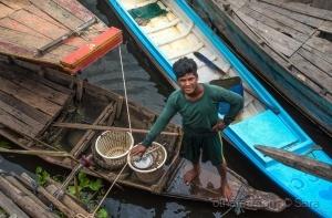 Gentes e Locais/Vender sobre a água (em Kompong Phluk...)