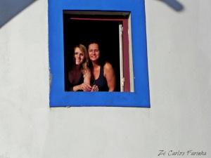 Gentes e Locais/Dois sorrisos na janela azul!