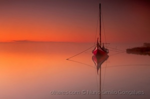 /red boat