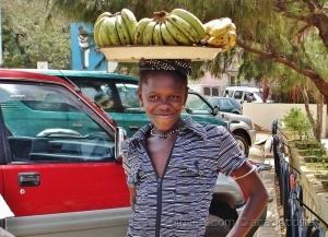 /Dia raparigas - um sorriso e bananas!