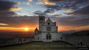Paisagem Urbana/Entardecer em Assisi.