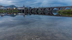 Gentes e Locais/Ponte Medieval sobre o Rio Lima