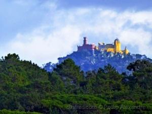/Palácio da Pena no alto da Serra de Sintra