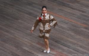 /Baila mexicana...