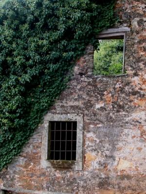 /Prisão com janela aberta......