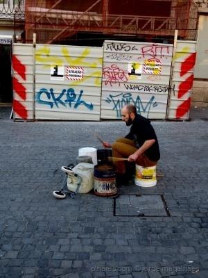 /Músico com lata  (ler)