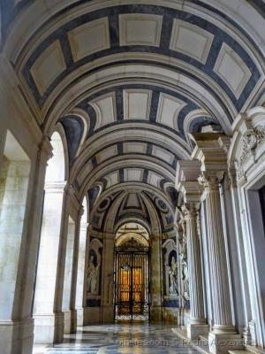 História/Entrada da Basílica de Mafra