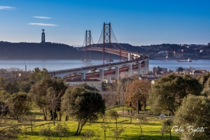 Paisagem Urbana/A ponte e seu Cristo protector!
