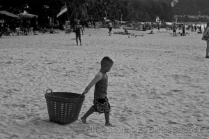 Gentes e Locais/playing in patong beacH, Phuket