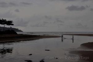Gentes e Locais/Crianças a pescar. São Tomé