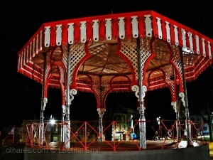 /Colourful bandstand - ler